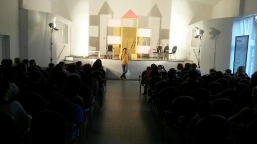 Predstava Tačka razno (Savet za kućni savet) izvedena je u nekoliko gradova, pred preko 700 ljudi.